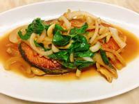 餐桌上的人妻料理*洋蔥紅燒鮭魚