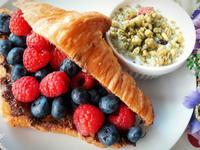 健康早餐 ~ 巧克力莓莓可頌