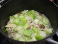 絲瓜煮蕈菇。簡易便當菜