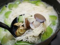 蛤蠣絲瓜麵。一鍋到底輕鬆解決一餐!
