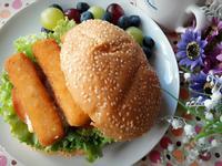 健康早餐 ~ 芒果優格醬魚柳漢堡包