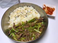 超簡單。韭黃牛肉。便當菜