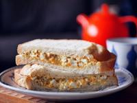 經典美味的蛋沙拉三明治
