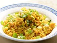 金黃蔥花薑黃蛋炒飯