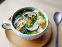 煮出成功的蛋花湯~菠菜香菇蛋花湯(影片)