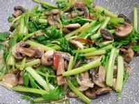 增加香氣的芹菜炒蘑菇