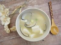 簡單鮮甜「蛤蠣味噌豆腐湯」好濃郁 ♪