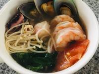 番茄海鮮湯麵