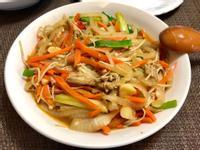 沙茶金針菇炒洋蔥.紅蘿蔔