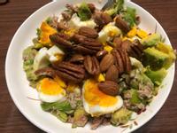 減醣簡餐-酪梨鮪魚蛋沙拉