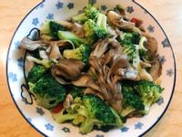 。蒜辣青花舞菇。【好菇道營養料理】