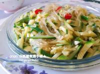櫛瓜蒜蓉炒冬粉(粉絲) 簡易家常菜。晚餐