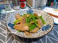 蒜香芹菜炒雞捲