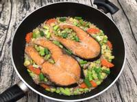 鮭魚炊飯~一鍋搞定全家一餐