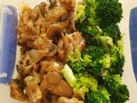 奶油蘑菇燉雞胸肉佐綠花椰