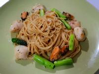 奶油白醬蘆筍海鮮義大利麵