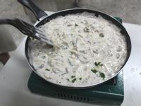 捷克料理。酸奶煨洋蔥炒洋菇 sour cream mushroom sauce(約5人份)