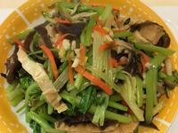 鴻禧菇炒芹菜