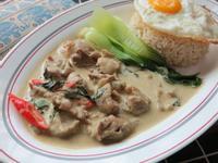 泰北綠咖哩雞蛋飯