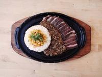 【湯瑪仕上菜】-鐵板牛排飯