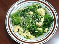 白芝麻菠菜炒蛋