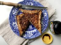 英式馬麥醬(Marmite)起司烤吐司