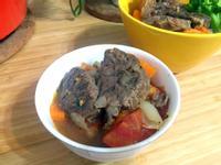 擁有鑄鐵鍋必煮的無水料理【蕃茄燉牛肉】