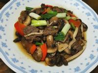 牛肉片燴雙菇