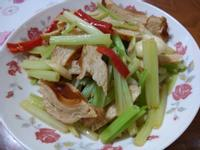 簡易家常菜-芹菜炒素雞
