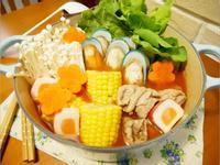 異國風「番茄海鮮鍋」湯頭微酸真好喝。