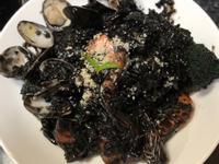 義大利海鮮墨魚燉飯