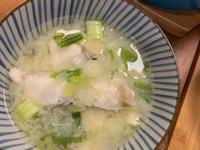 洋蔥味噌魚片湯