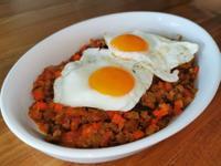 香草肉醬配太陽蛋