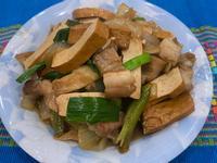 蒜苗炒三層肉