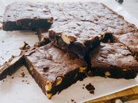 挑戰100秒學會做 巧克力布朗尼