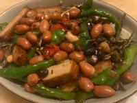 糯米椒炒豆干酥炸花生小魚乾
