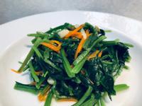 蒜拌菠菜/加紅蘿蔔絲。水油低脂炒