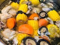 紅蘿蔔玉米香菇雞湯