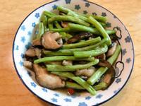 。香菇炒四季豆。