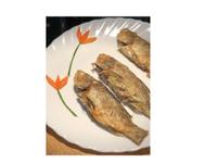 香煎午仔魚(含紅蘿蔔簡易盤飾)