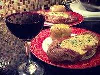 [在家也能輕鬆情人節大餐] 牛排佐香菜鮮奶油醬配微波爐烤馬鈴薯