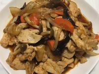 雞胸肉炒洋蔥木耳鴻喜菇