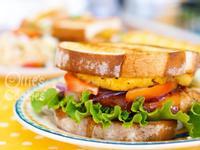 火烤鳳梨雞腿排三明治