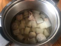 蘿蔔排骨貢丸湯