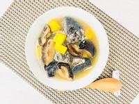 Tina☀️ 香菇鳳梨🍍烏骨雞湯