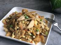 杏鮑菇雞蛋炒麵/自製紅蘿蔔麵/剩食美食
