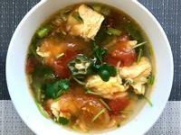 蕃茄秋葵雞蛋湯