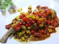 橄欖油醋彩椒煎魚。地中海風味