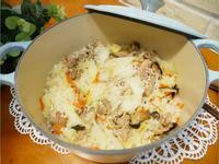 一鍋到底「高麗菜飯」簡單又美味。