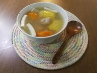 椰子海底椰粟米紅蘿蔔豬展湯